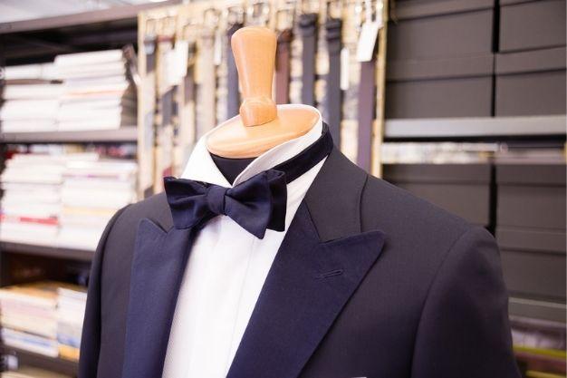 La vestibilità di un abito di sartoria